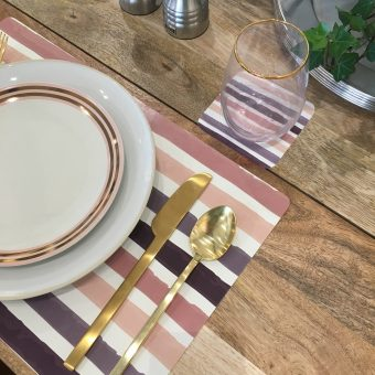 striped placemats, pink place mats